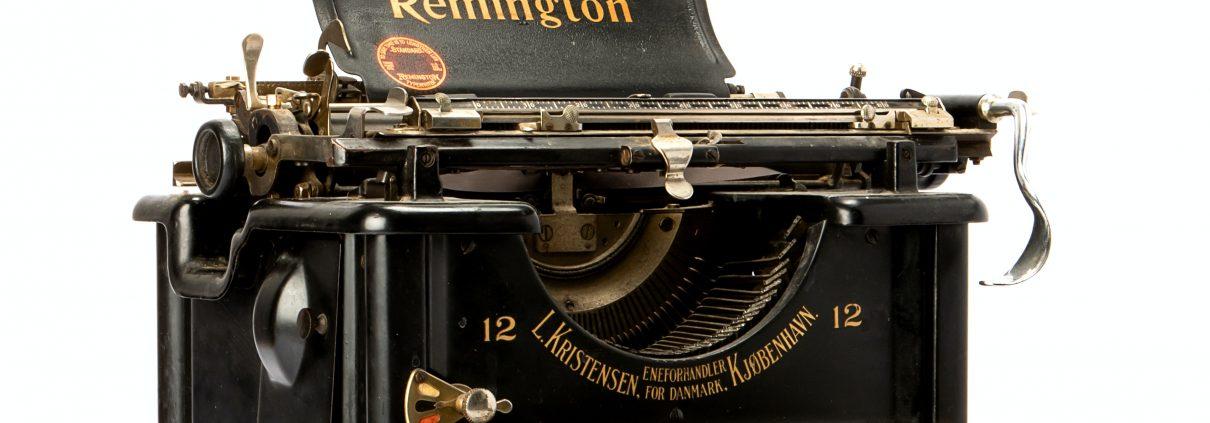 old typewriter, unsplash